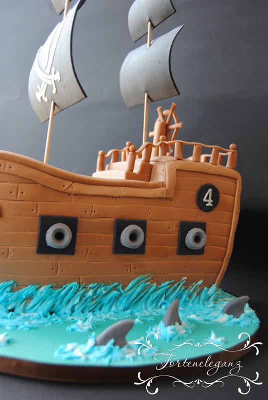 Piratenschiff 3d Torte Kanonen Haiflosse Schwarze Segel Detail