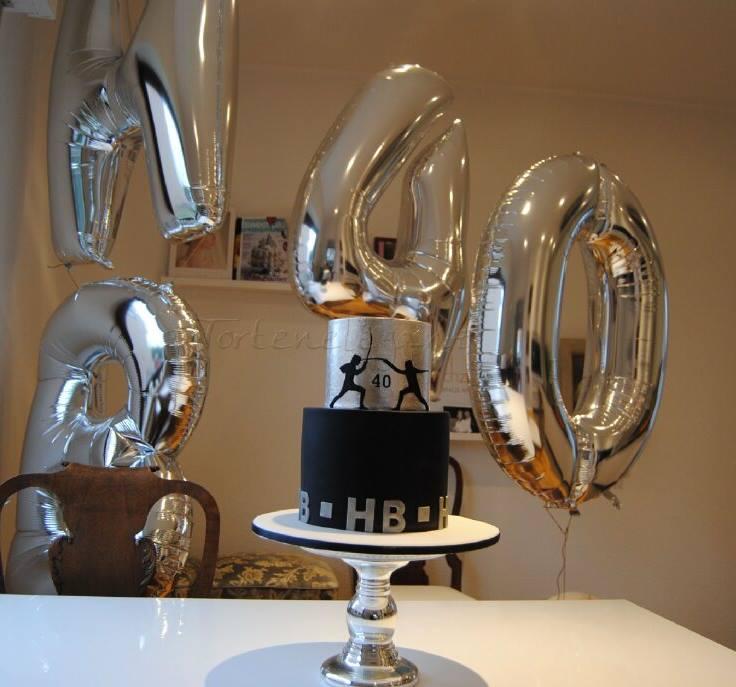 Schwarze Geburtstagstorte mit Blatt Silber James Bond Style ...