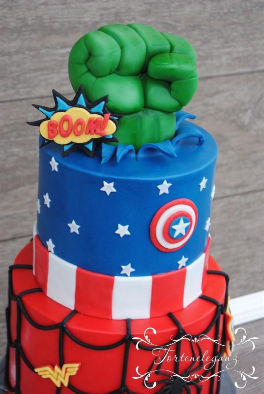 stöckige Marvel Torte - Catain America Torte und Hulk Hand ...