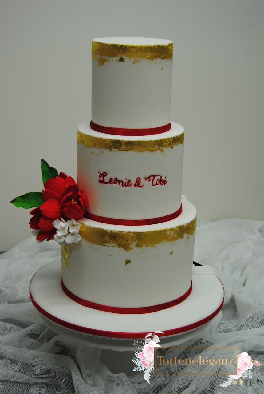 3 Stockig Hochzeitstorte Mit Blattgold Torteneleganz